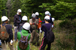 各班長から植林方法の指導