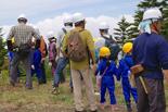 オギノ社員に小学生が合流します